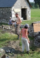 Stage de restauration d'un muret en galets sur le canal d'Arros-Nay